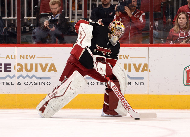 Coyotes goalie Mike Smith scores goal, thus fulfilling his destiny (Video)