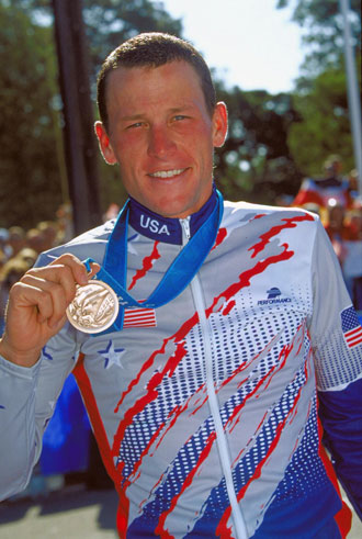 Lance Armstrong displays his bronze medal at the 2000 Olympics in Sydney. (Getty Images)