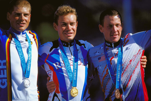 Jan Ullrich (Germany, silver), Viacheslav Ekimov (Russia, gold) and Lance Armstrong (USA, bronze). (Getty Images)
