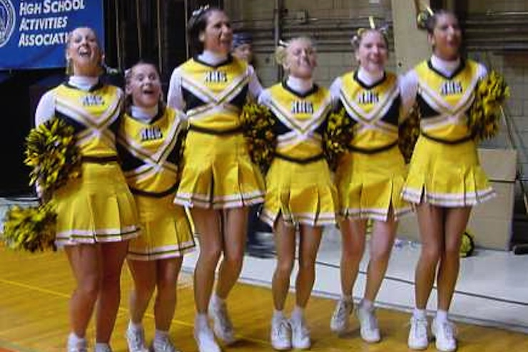 Fittingly, Mitchell Kernels cheerleaders wear yellow — South Dakota Public Broadcasting