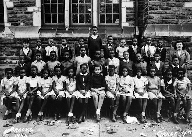 This is Wilt Chamberlain's fourth grade class. He was already quite large — Twitter