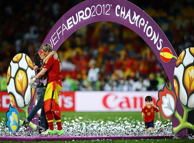 Torres kisses his wife Olalla after collecting his latest winner's medal. (Getty)