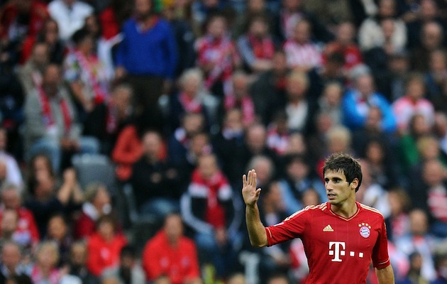 Javi Martinez waves goodbye to the stuff he left in Bilbao. (Getty)