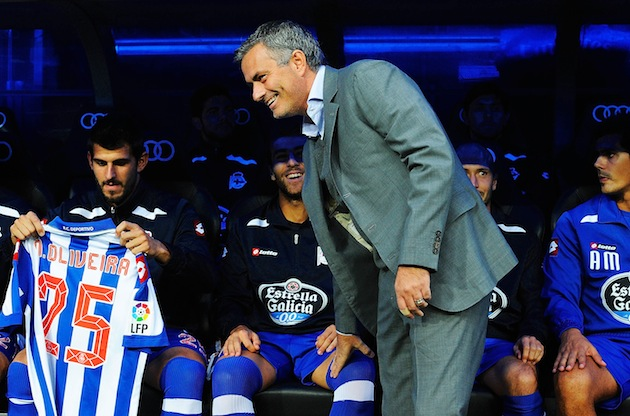 Jose Mourinho visits Deportivo La Coruna's bench. (Getty)