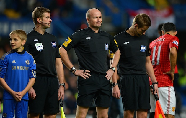 Referee Lee Mason feeling way too confident. (Getty)