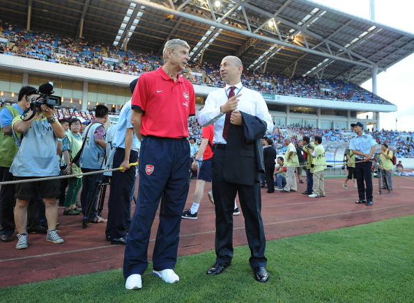 Wenger and Gazidis try to remember. (Getty)