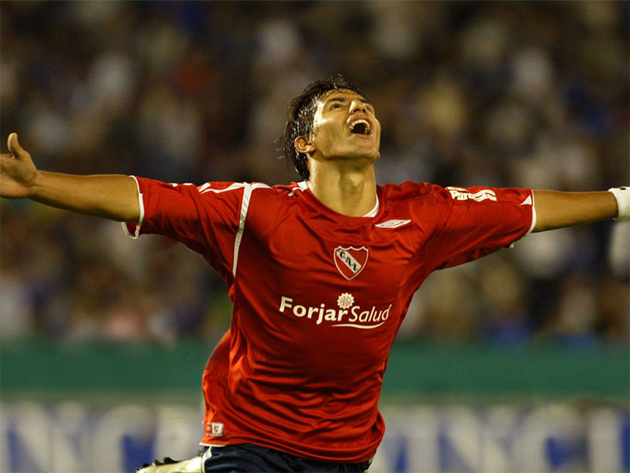 Kun celebrating one of the 23 goals he scored for Independiente (vivedeporte.com)