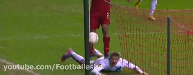 Luis Suarez scores two great goals against Zenit and steps on an opponent's back