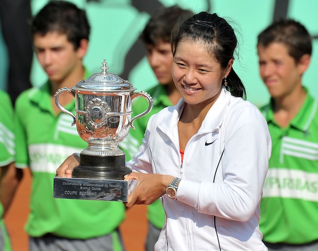 Li Na with 2011 French Open Trophy