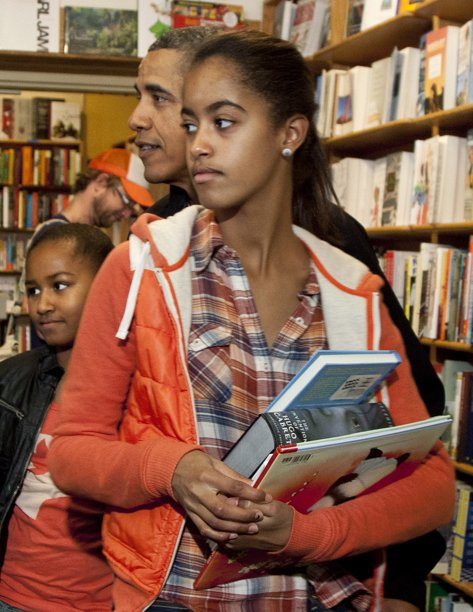 Malia Obama with President Obama and her sister Sasha in 2011. (AP)