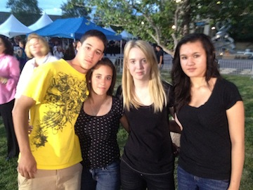 Brandon and Taryn DiRito, Juliana Curtis and Jessica Almand at Sunday's prayer vigil. (Liz Goodwin/Yahoo News)