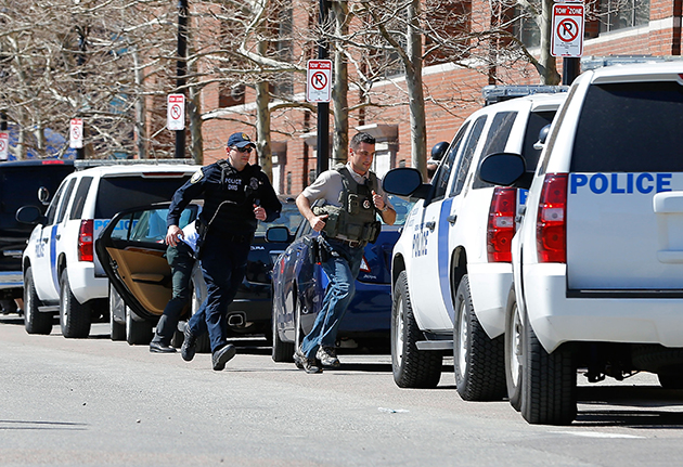 Law enforcement officers race into Boston's federal courthouse after a bomb threat. (Jared Wickerham/Getty Images)