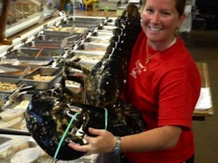 Elise Costa holds the 21-pound-lobster (Elise Costa/WBZ)