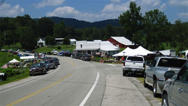 A scene from the World's Longest Yardsale (Fentess County Chamber of Commerce)