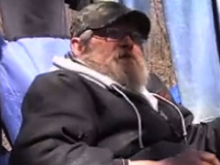 Dennis Mahurin plans to continue living in his tent despite winning a lottery (cinewsnow/Yahoo)