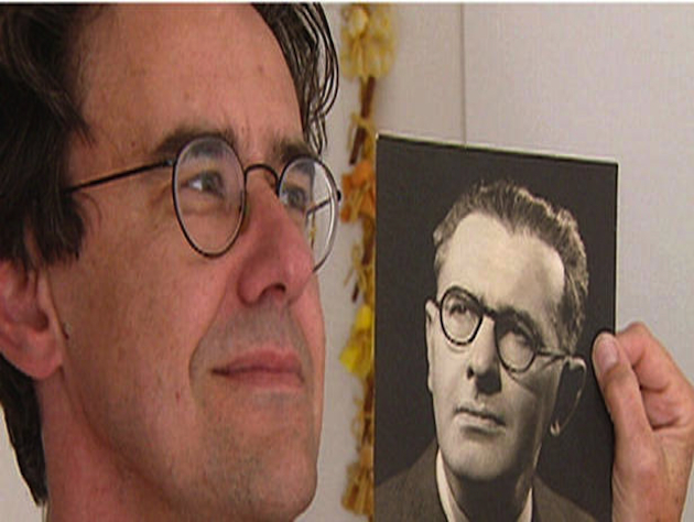 Barry Stevens standing next to a photo of Bertold Wiesner (Photo credit: Tornoto Star)