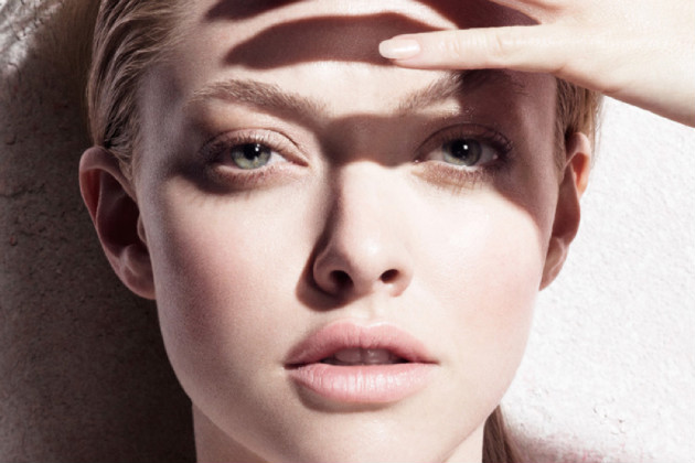 Actress Amanda Seyfried is helping to promote the expensive creme. (cledepeau-beaute.com)