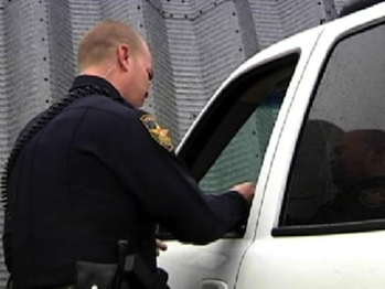 Traffic cop in Prosper, Texas handing out a gift card (KTSM.com)