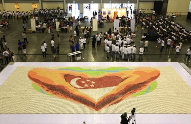 The 20,000-cupcake mosaic on display (asiaonline.com)