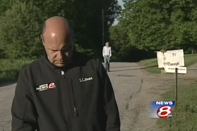 Robert McDonough (background) approaches the WMTW News 8 crew. (WMTW)