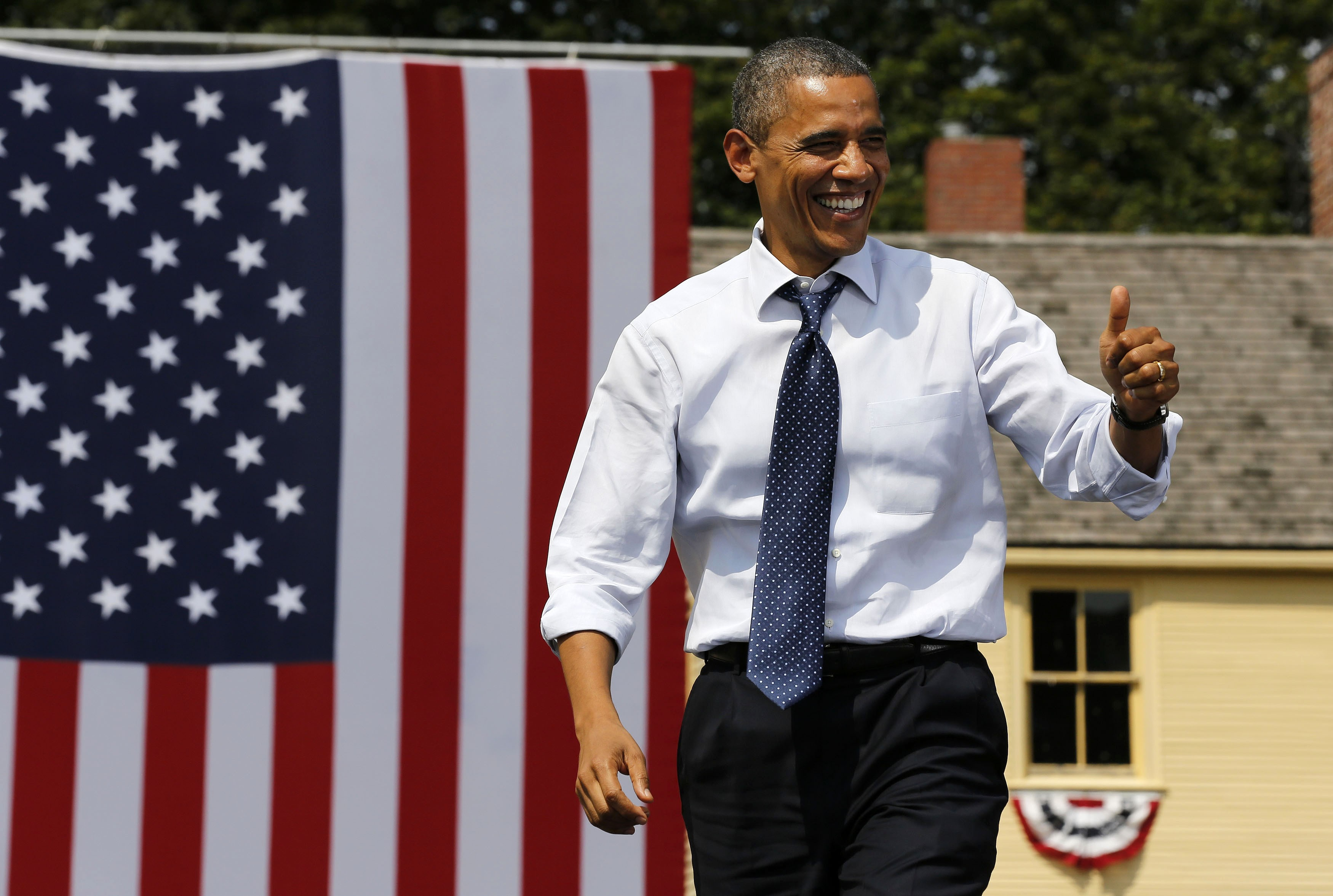 U.S. President Barack Obama campaigns at the Strawbery Banke Museum in New Hampshire. (Larry Downing/Reuters)