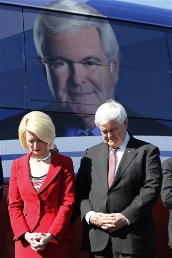 Newt and Callista bow in prayer at campaign stop in Florida. (Matt Rourke/AP)