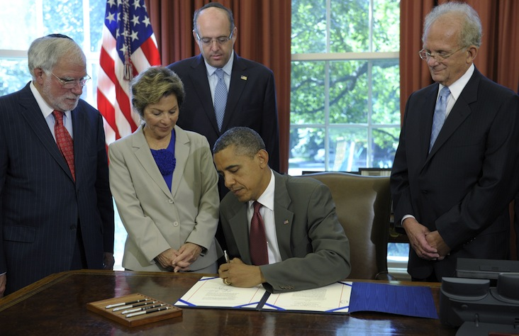 President Barack Obama signs the United States-Israel Enhanced Security Cooperation Act. From left: Richard Stone, chairman, Conference of Presidents of Major American Jewish Organizations; Sen. Barbara Boxer, D-Calif.: Howard Friedman, past chair of the board, AIPAC: Rep. Howard Berman, D-Calif. (Susan Walsh/AP)