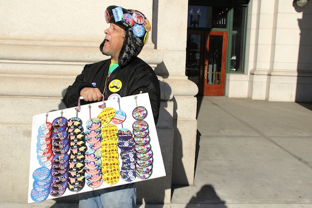 Tim Engelskirchen sells campaign buttons in Washington, D.C. (Chris Moody/Yahoo News)