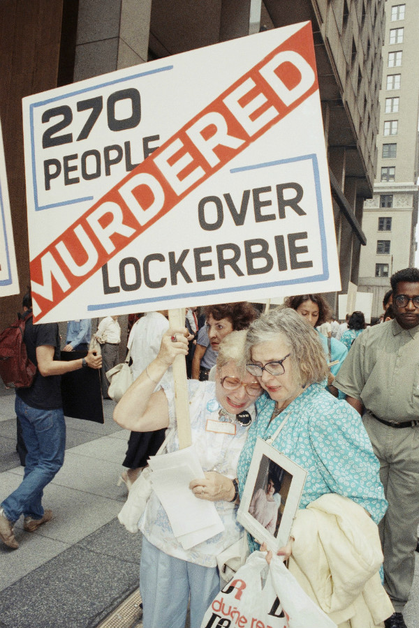 A woman who lost her son in the bombing is comforted as they picket the Pan Am building in New York, Aug. 21, 1989. (AP)