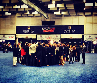 Reporters mob Obama campaign manager Jim Messina. (Holly Bailey/Yahoo! News)