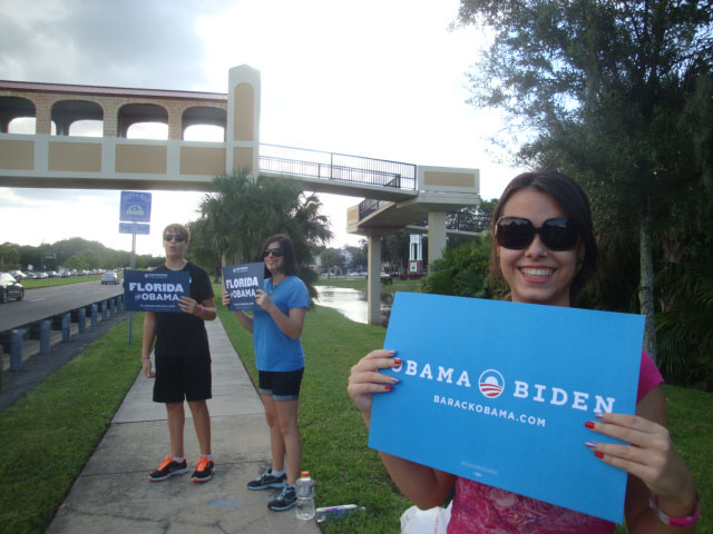 Darnell Kreuzer's teenagers with their Obama signs in Florida (Darnell Kreuzer)
