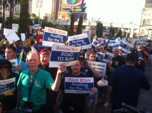 Union demonstrators outside the Venetian Hotel in Las Vegas. (Chris Moody/Yahoo News)