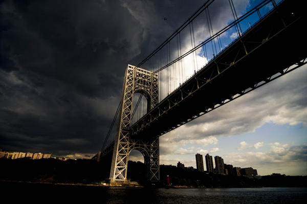 Fake image of the George Washington bridge being shared on social media