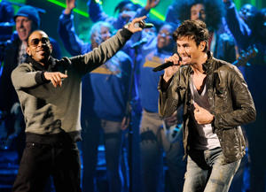 Enrique, Ludacris, and choir