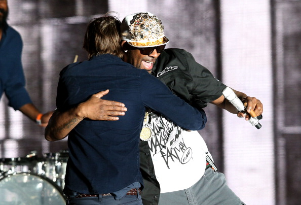 Phoenix's Thomas Mars and R. Kelly hug it out [photo: Christopher Polk/Getty Images]