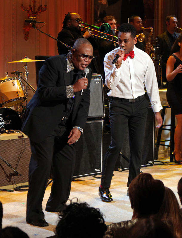Joshua Ledet performs at the White House with Sam Moore [photo: Martin H. Simon-Pool/Getty Images]