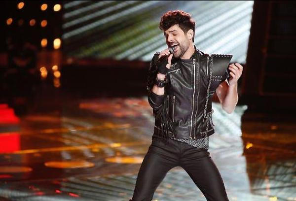 "Cody Belew gives ""Voice"" fans reason to be thankful! [photo: Tyler Goldman/NBC]"