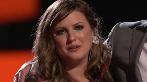 "Sarah Simmons stuns on ""The Voice's"" top 10 show"