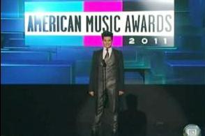 Lambert returns to the AMAs