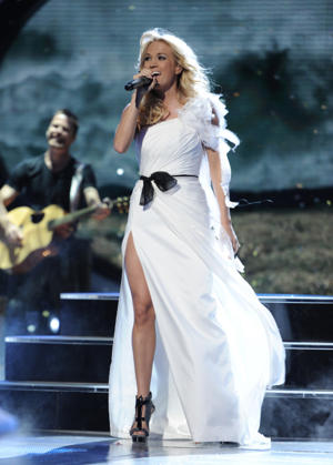 "Carrie performs on ""Idol"" [photo: Fox]"