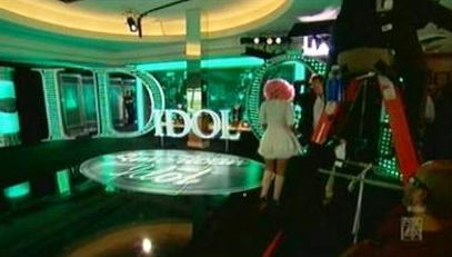 "Nicki Minaj walks off the ""Idol"" set"