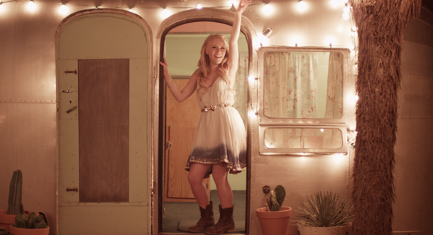 "Video Premiere: Idol Hollie Cavanagh Makes Debut With ""Outer Limit"""