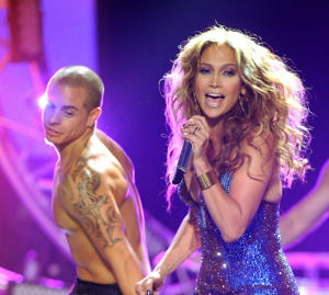 "J.Lo trots out Casper onstage at ""Idol"" [photo: Fox]"