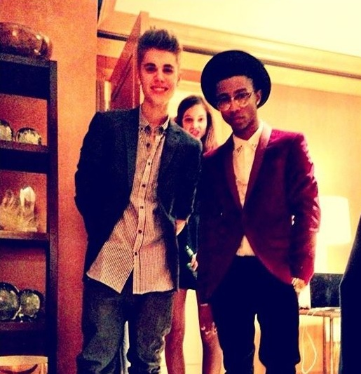 Bieber poses with Barbara Palvin and Lil' Twist (Photo: Lockerz)