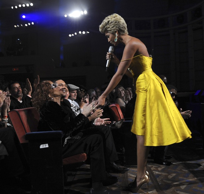 Beyonce serenades Etta James and Live Fashion Rocks 2008. Wire Image, Kevin Mazur