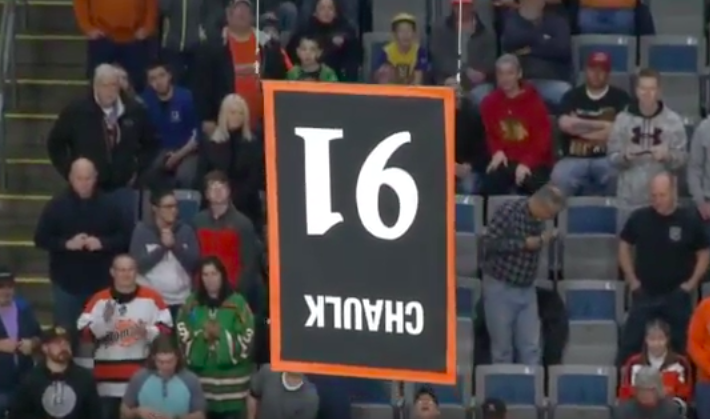 ECHL: Team Raises Player's Retired Number Banner Upside Down (video)