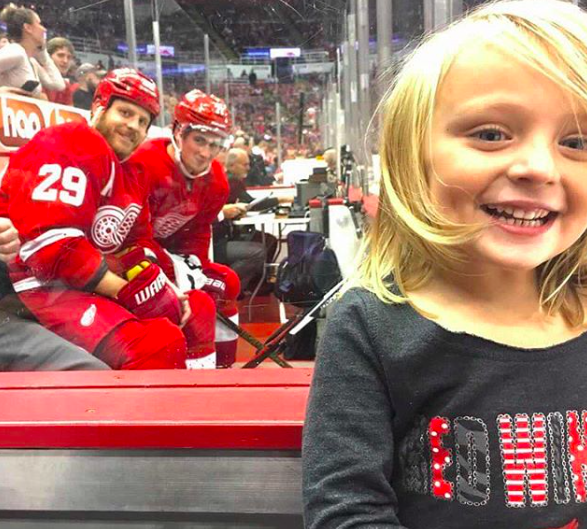 Dylan Larkin, Steve Ott Photobomb Young Fan From Penalty Box (Photo)