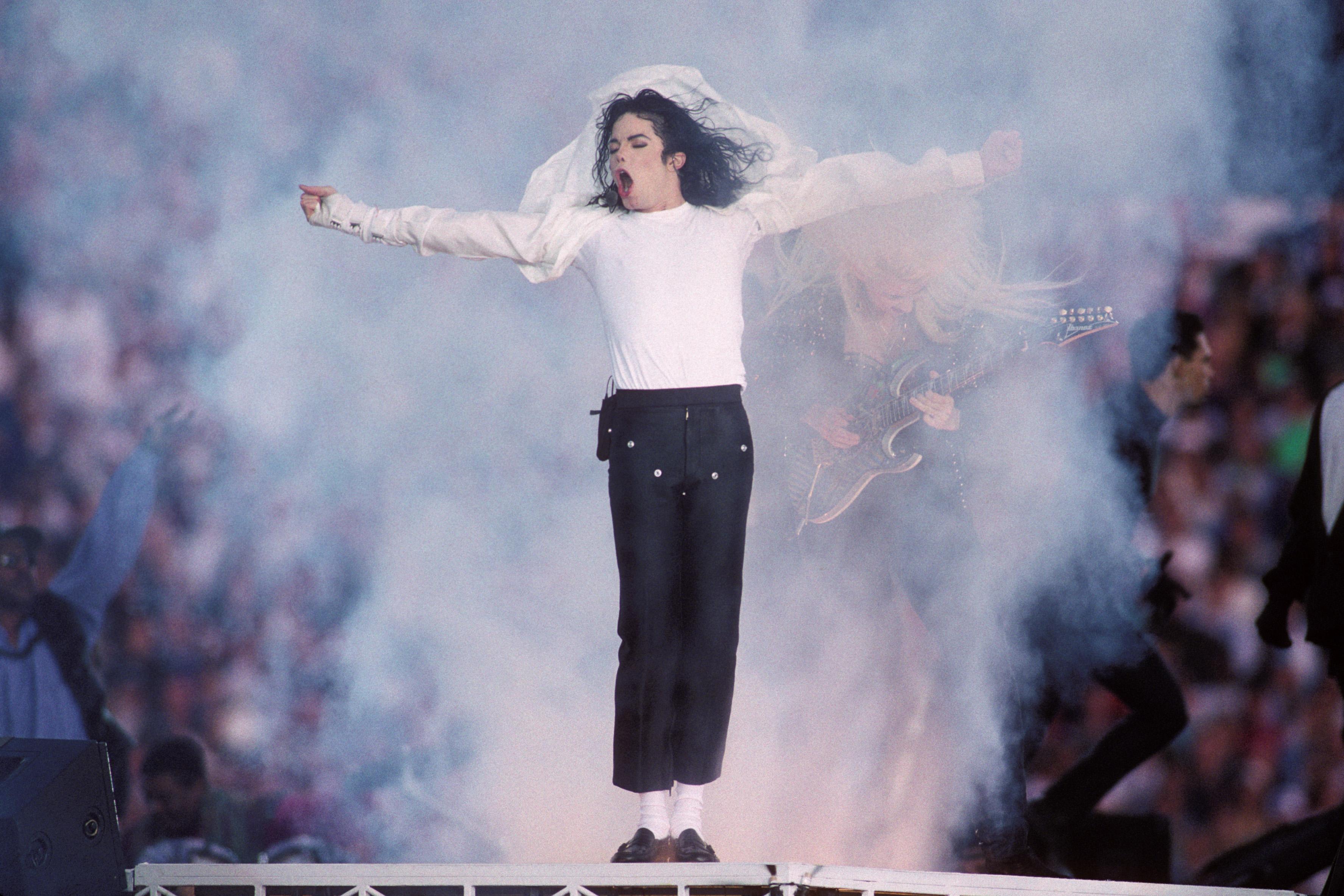3个主要广播电台拉迈克尔·杰克逊的音乐引用了
