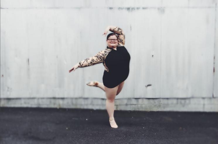 Assez À 15 ans, elle bouleverse les codes de la danse classique GZ64