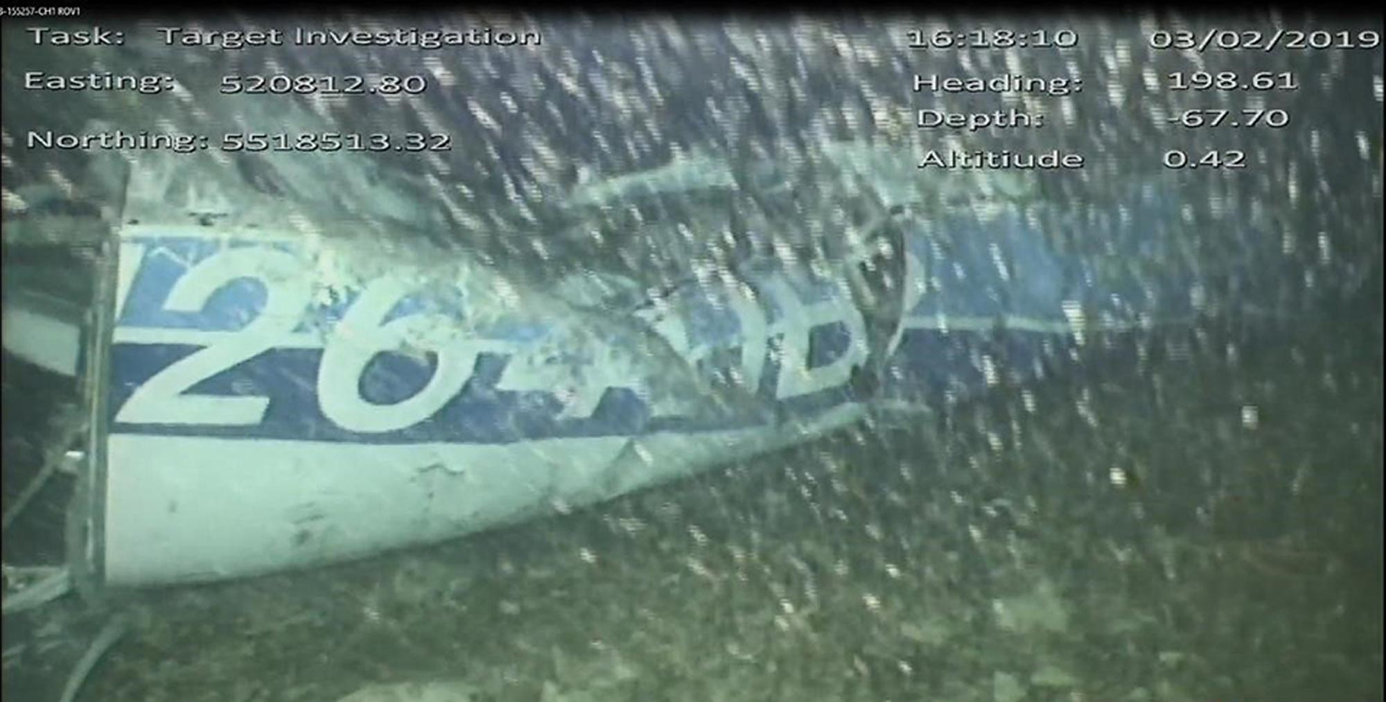 埃米利亚诺萨拉:AAIB报道-飞机残骸中可见尸体